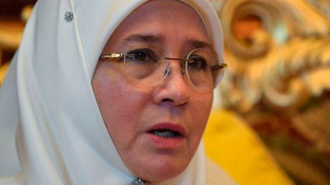 Photo of Hanya kerana galak pelajari Jawi, Tunku Azizah dituduh berpolitik