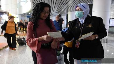 Photo of China coronavirus: Perintah berkurung di Wuhan, kakitangan perubatan terdedah jangkitan virus maut