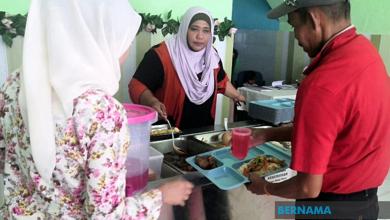 Photo of Dapur Kausar beri makanan percuma kepada gelandangan, asnaf