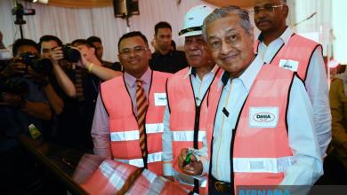 Photo of Dr Mahathir akan masuk pejabat Kementerian Pendidikan dalam masa terdekat