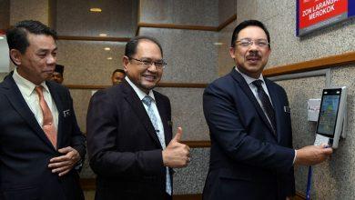 Photo of Mohd Zuki lapor diri hari pertama di pejabat KSN