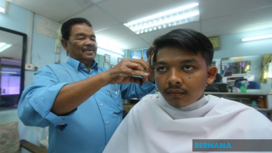 Photo of Pak Ya tukang gunting rambut Tuanku Raja Perlis