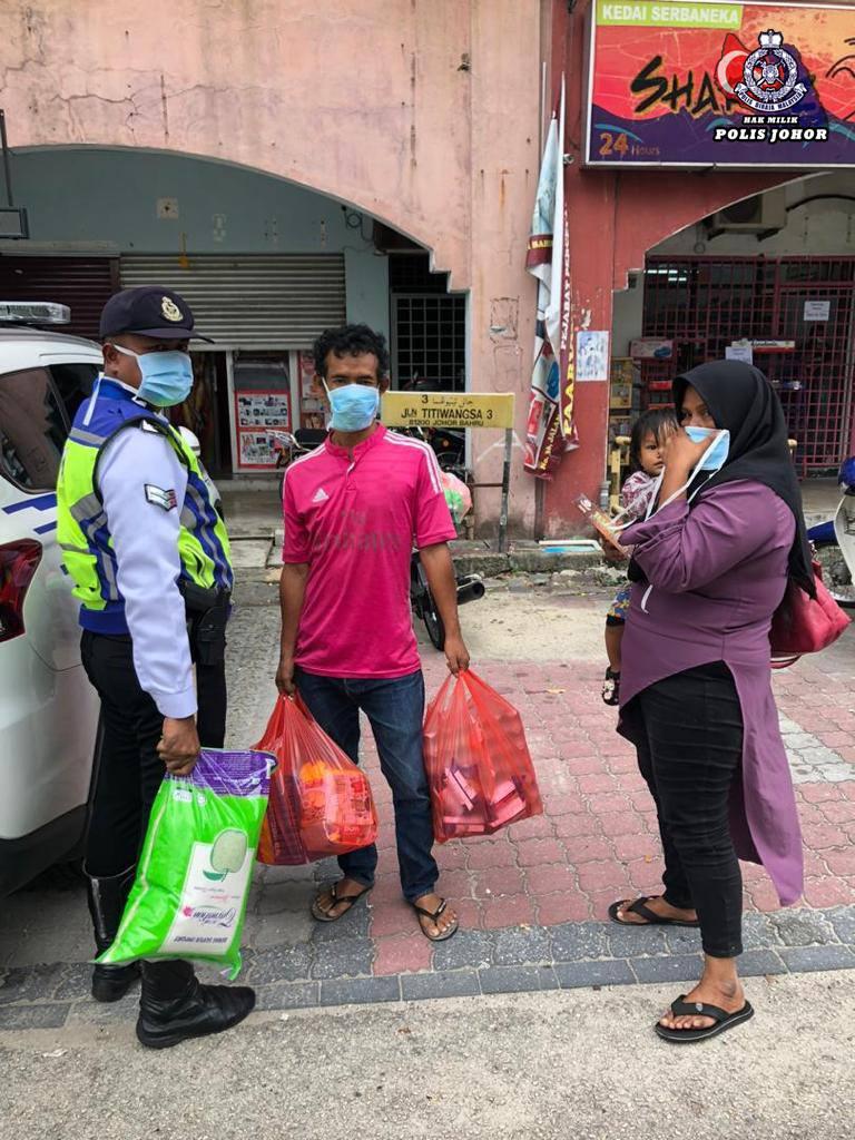 simpati dua anggota polis