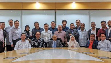 Photo of Tun M serah surat pada Agong, dakwa 114 Ahli Parlimen sokong jadi PM