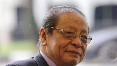 Photo of Kit Siang minta rakyat sokong petisyen bantah sidang Parlimen sehari