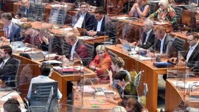Photo of Kaca arkrilik pemisah Ahli Parlimen bersidang di Jerman