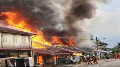 Photo of 4 unit rumah kedai terbakar